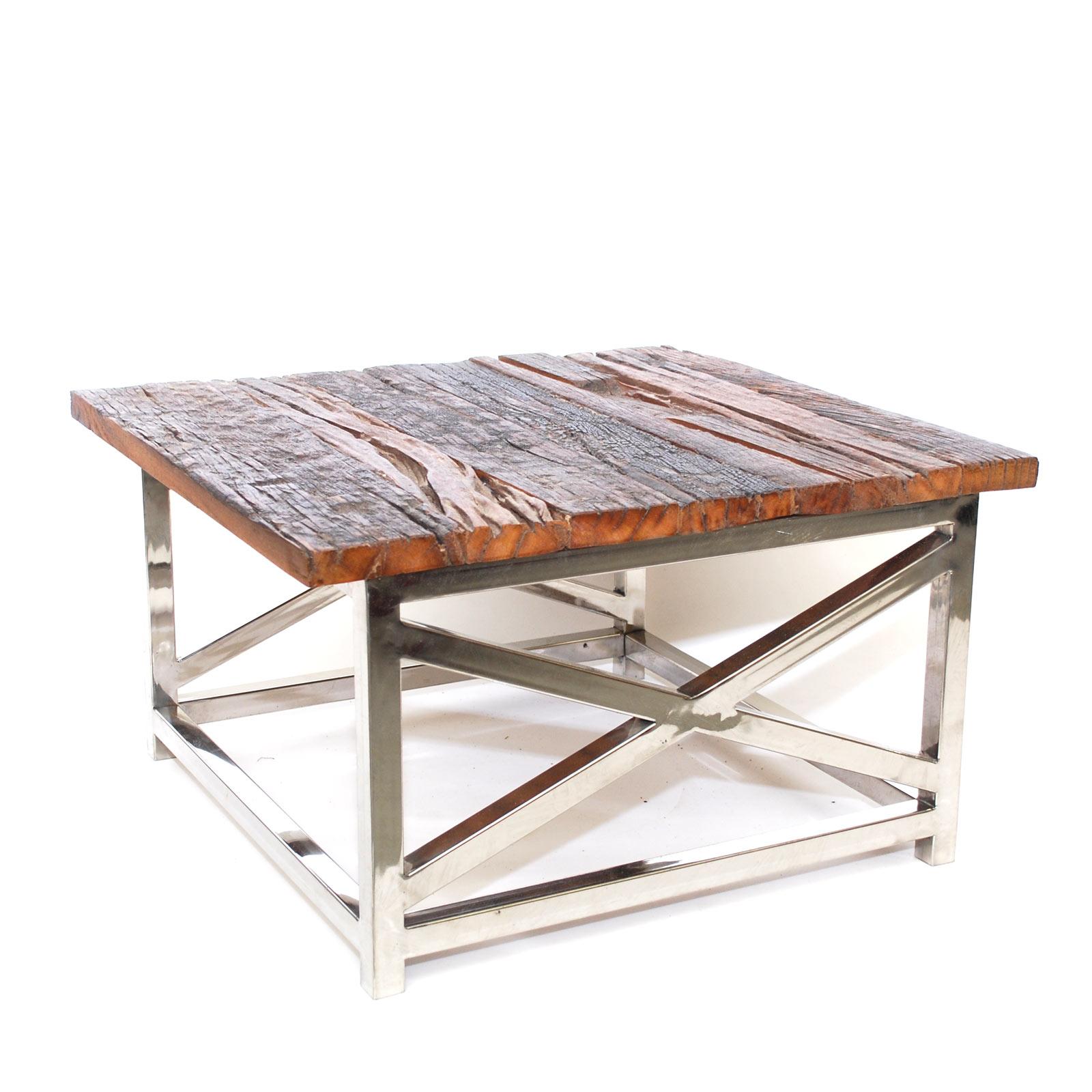 salontafel of bijzettafel uit India metverweerd houten tafelbald van spoorbielzen hout