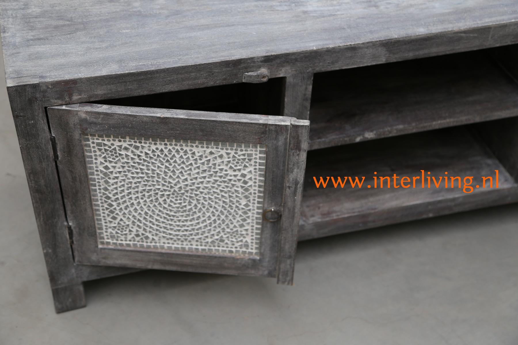sober en stijlvol - grey washed antiek look houten kast of opbergmeubel uit India - handgemaakt