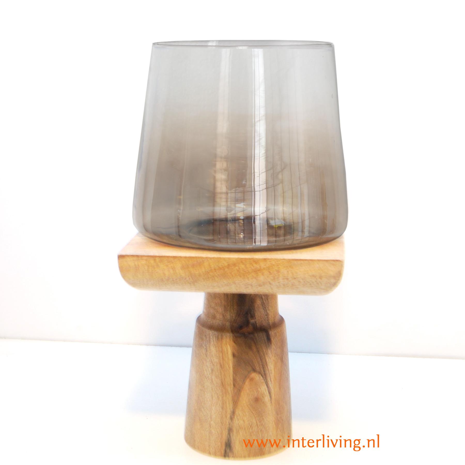 grote kandelaar of windlicht van naturel mangohout met parelmoer glas houder