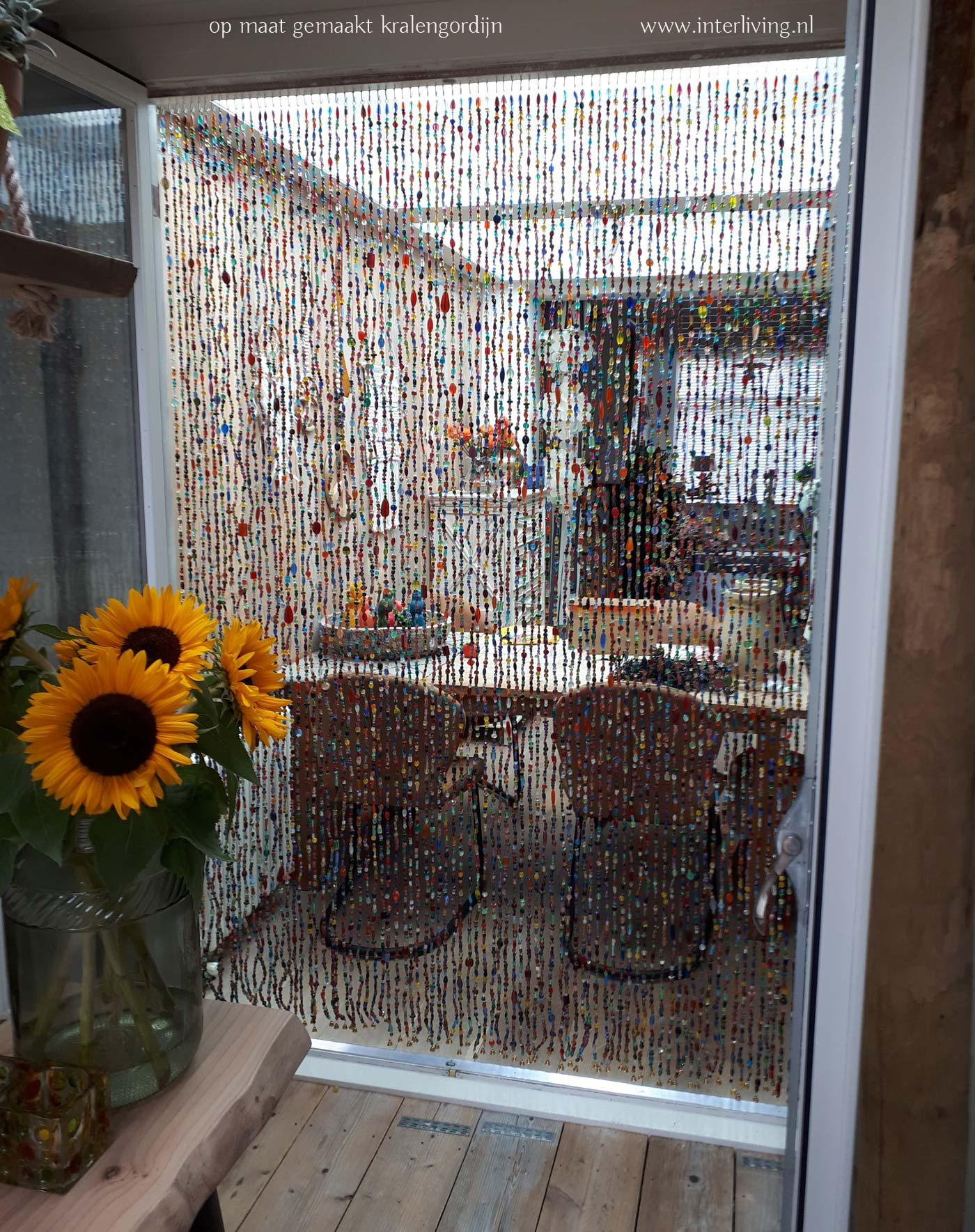 kleurrijk glaskralengordijn