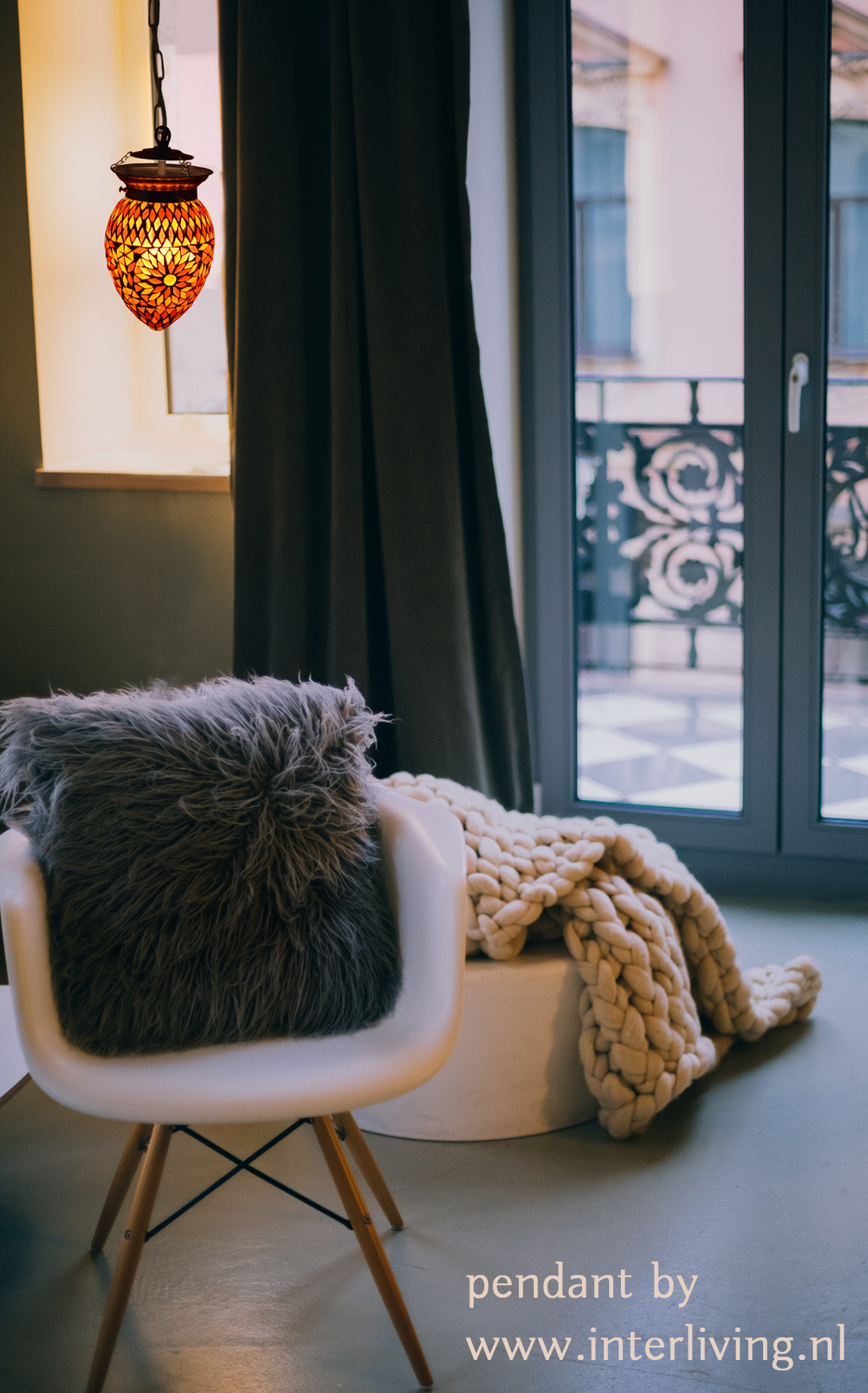 retro pendellamp van glas met cement - sfeerverlichting voor appartement of loft - stijlvol wonen