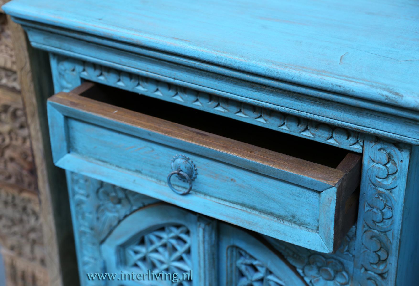 vintage blue washed houten opberg kastje ook mooi als sidetable in je huis