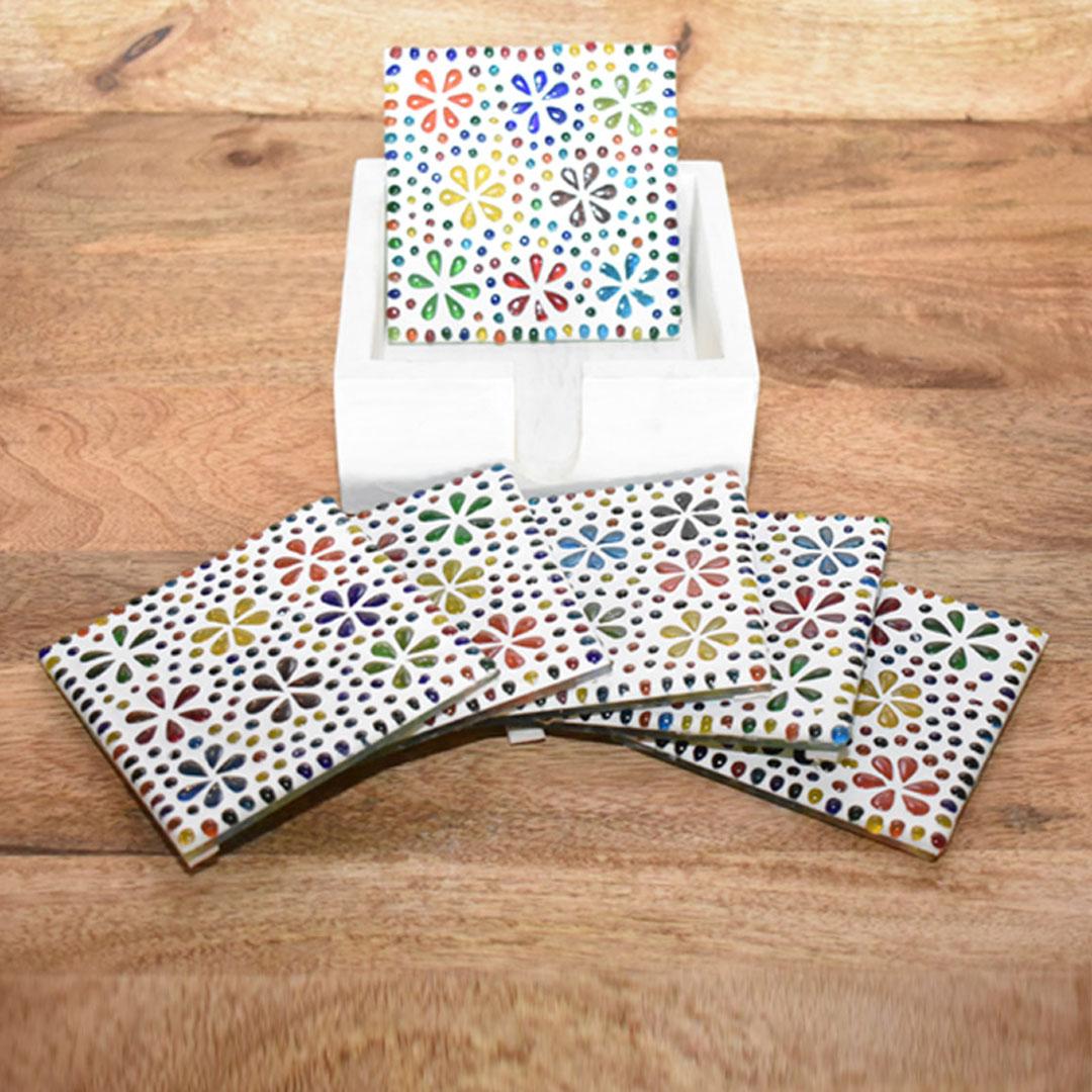 onderzetters voor borrel of feest - vierkant - vrolijke bloemenstijl gekleurd glasmozaïek