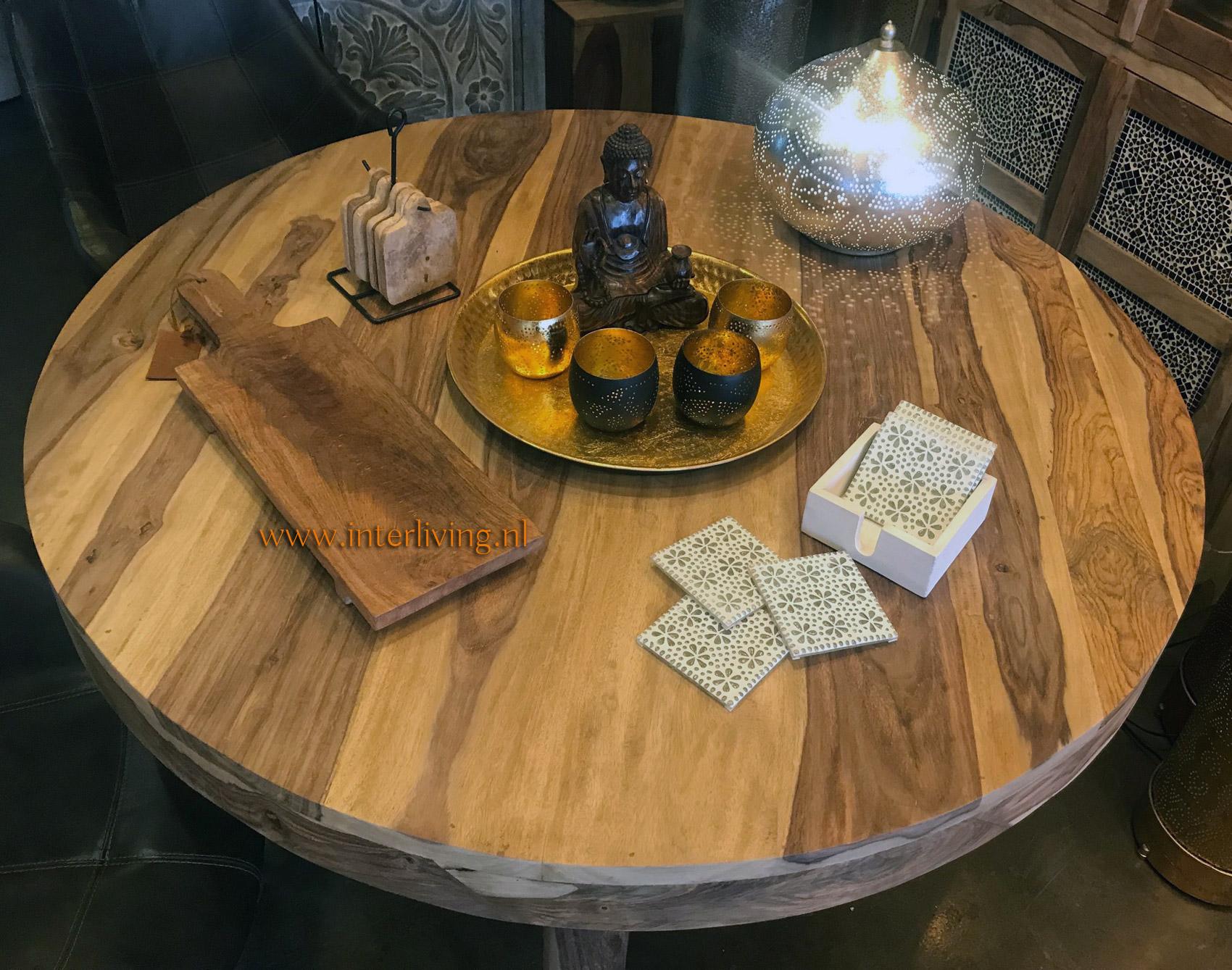 rond tafelblad - eettafel van hout - interieur tip ruimte besparen - gezellige tafel
