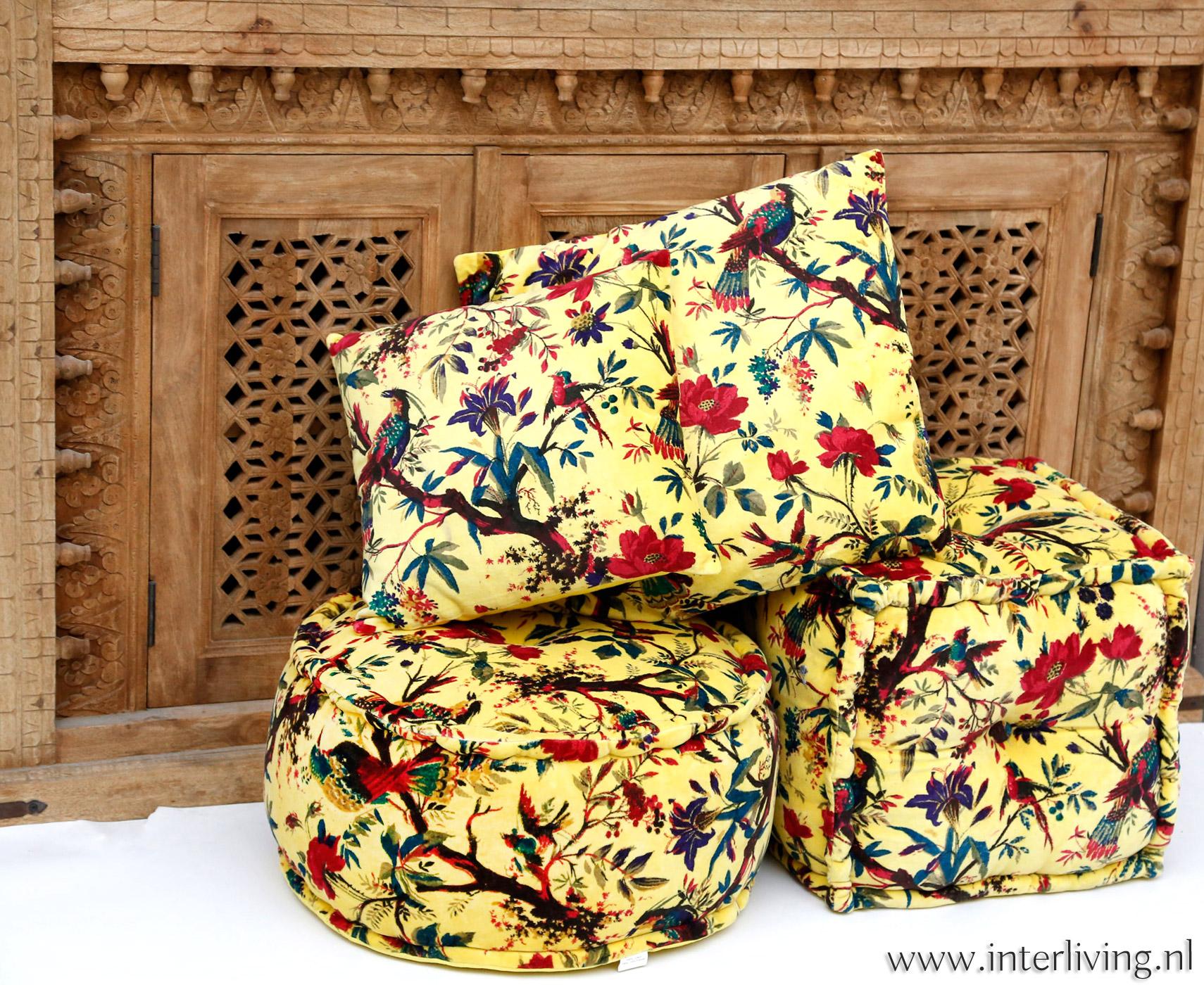 vrolijke gele boho kussens van fluweel met vogels en bloemen print