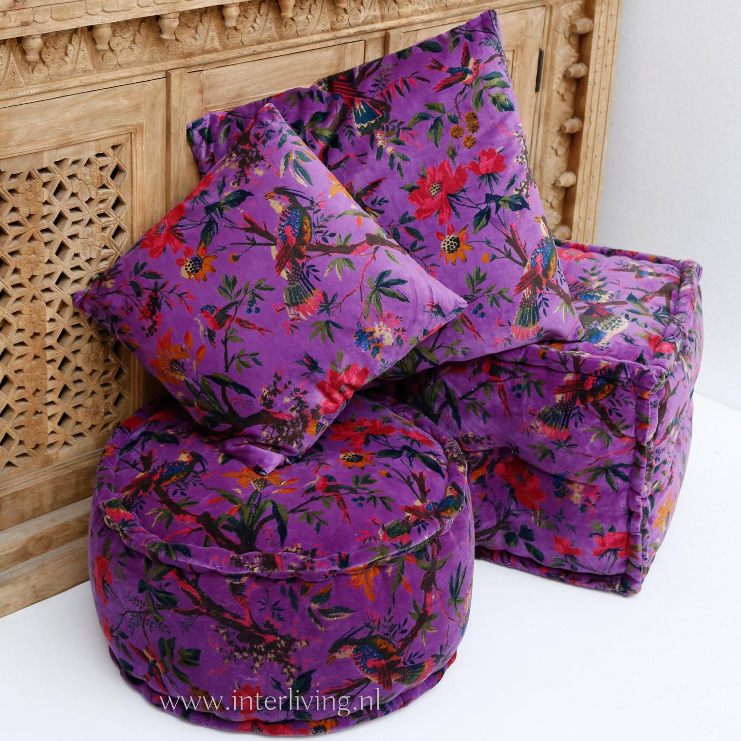 kussen van paars fluweel met vogels en bloemen print