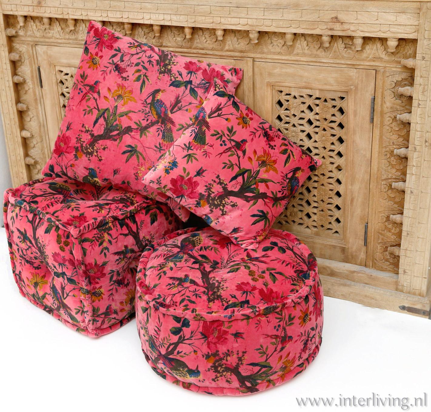 kussen poef van roze fluweel met vogels en bloemen print