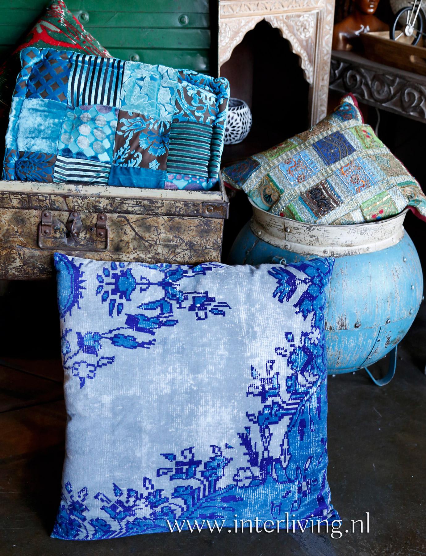 boho kussen - uniek vintage kilim vloerkleed stijl - verweerd tapijt kussen houten blauw