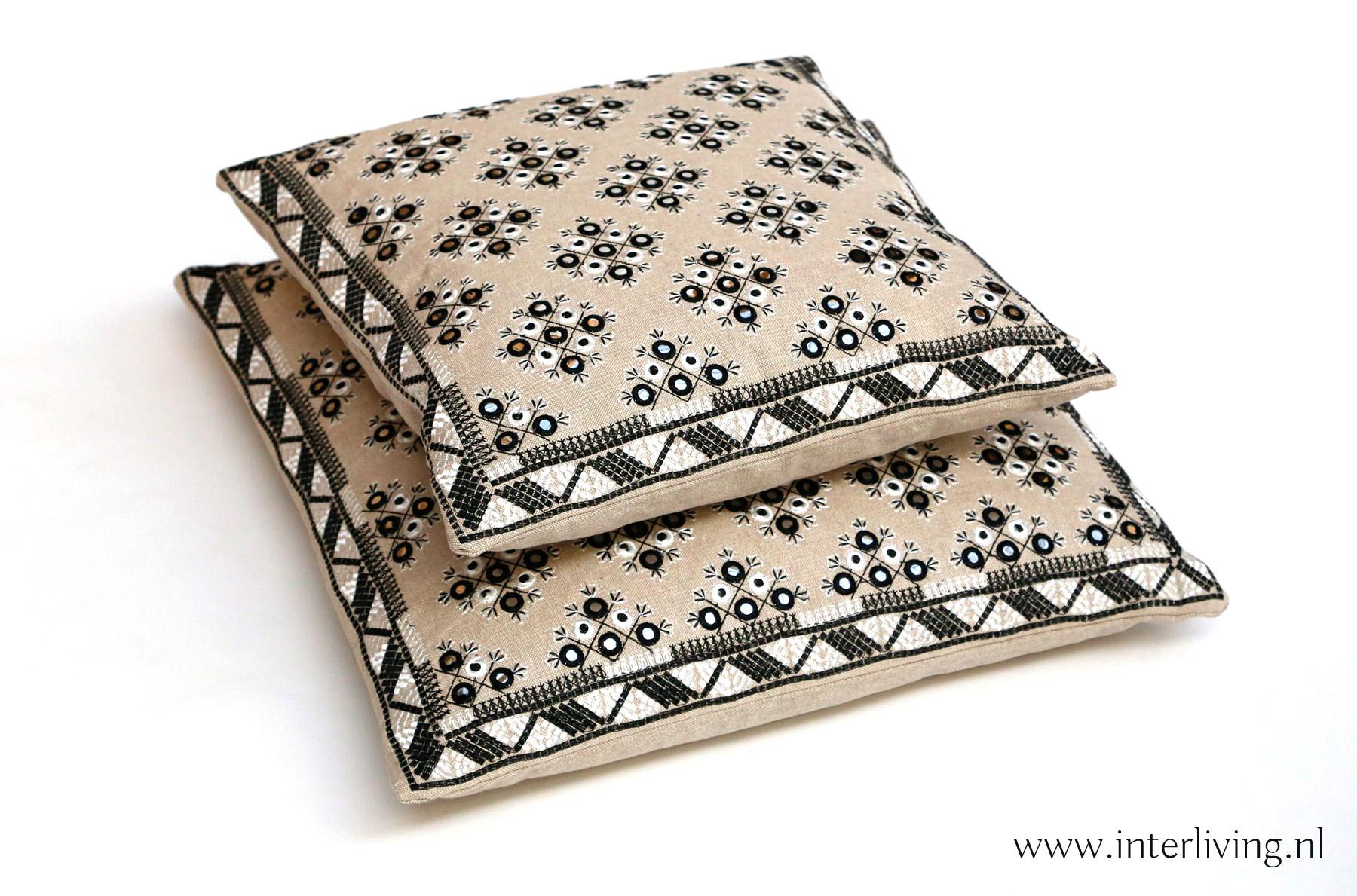 kussen wit Marokkaanse stijl met glamour - kleur ecru - zand en grijs- styling Boho interieur - Ibiza huis