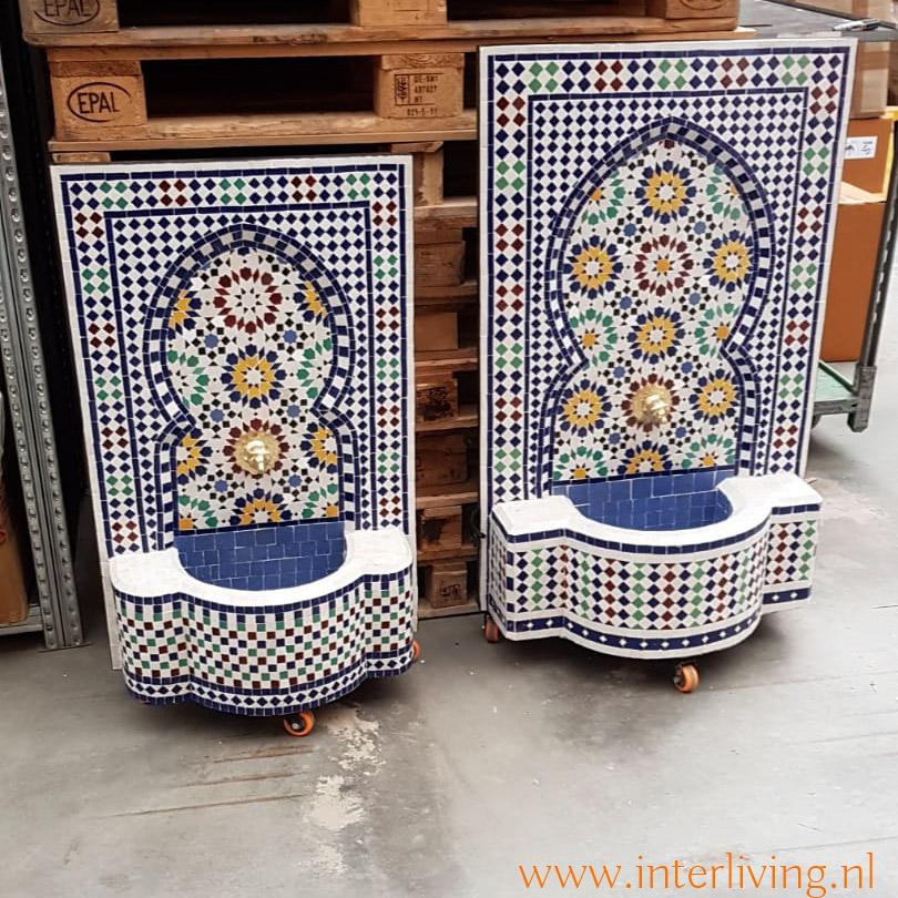 styling tuin met muurfontein - kleurrijke Marokkaanse tegel mozaiek stijl met zellige patronen