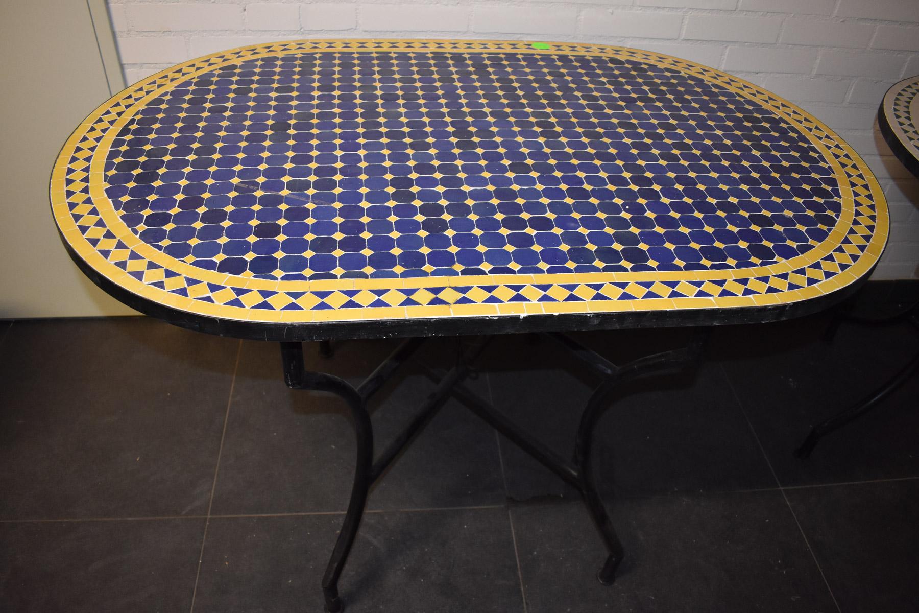 ovale eettafel met Marokkaanse mozaiek van tegels - oosterse eettafel voor buiten en binnen