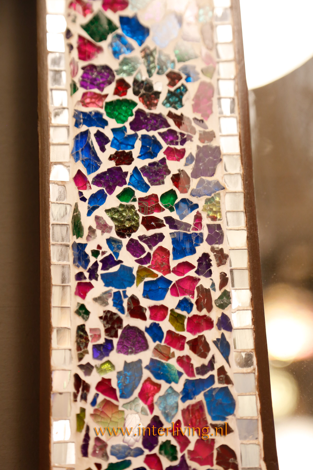 oosterse tuintafel - kleurrijke Marokkaanse stijl van tegelmozaïek