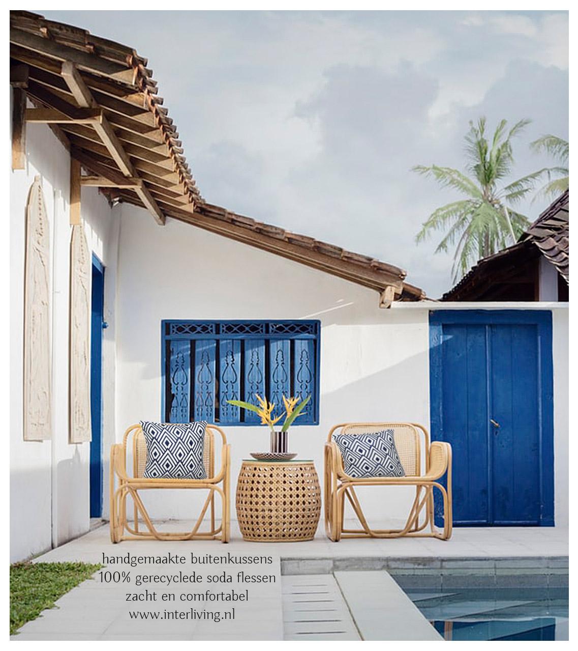buitenkussen in Ibiza blauw stijl voor je rotan lounge zitje - duurzame kussen gemaakt van 100% gerecyclede soda flessen