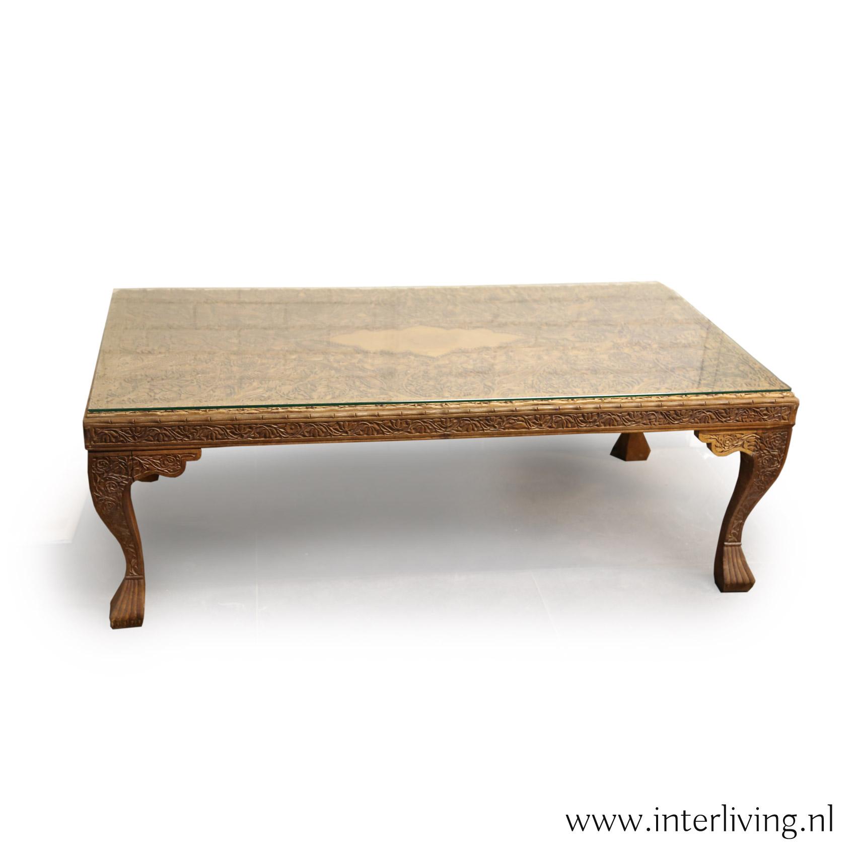 oosterse salontafel met houtsnijwerk - vintage retro stijl - naturel hout - styling landelijk of bohemian huis