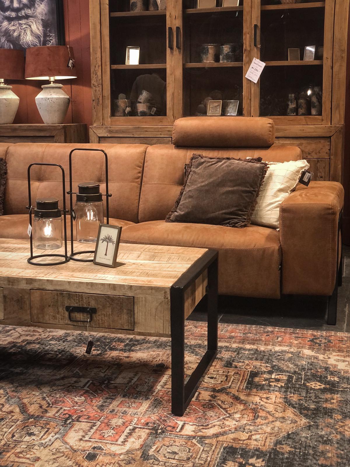 salontafel met zwart metalen poten - mangohouten blad - rechthoek model - styling voor huis