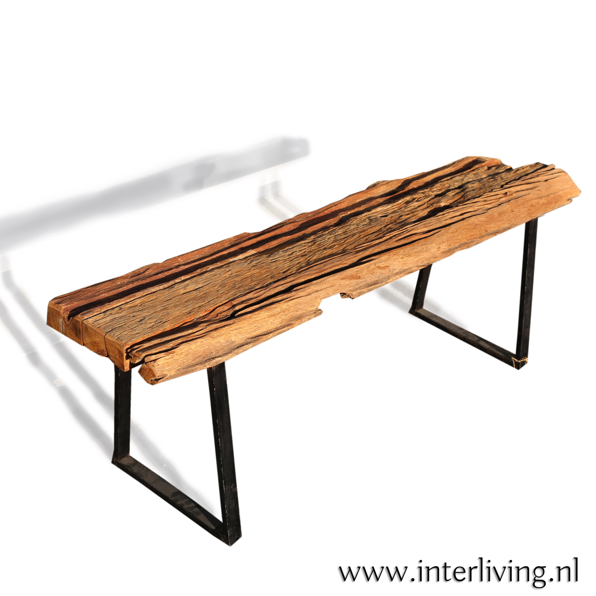 handgemaakte houten eetkamer bank bij de eettafel - Industriële Boho woonstijl - massief hout met metalen frame zwart
