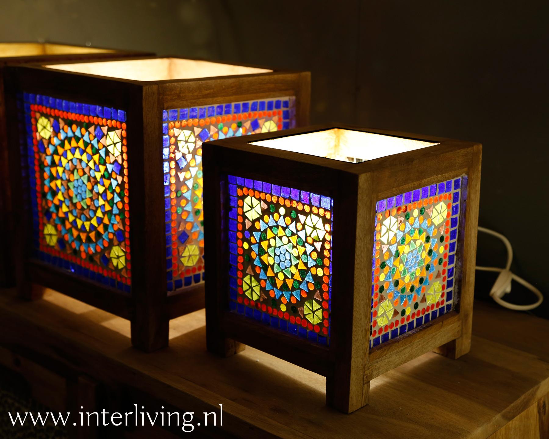 tafellampje open bovenkant hout met glas - Bohemian stijl - kleurrijk wonen styling voor Ibiza & Boho chic interieur