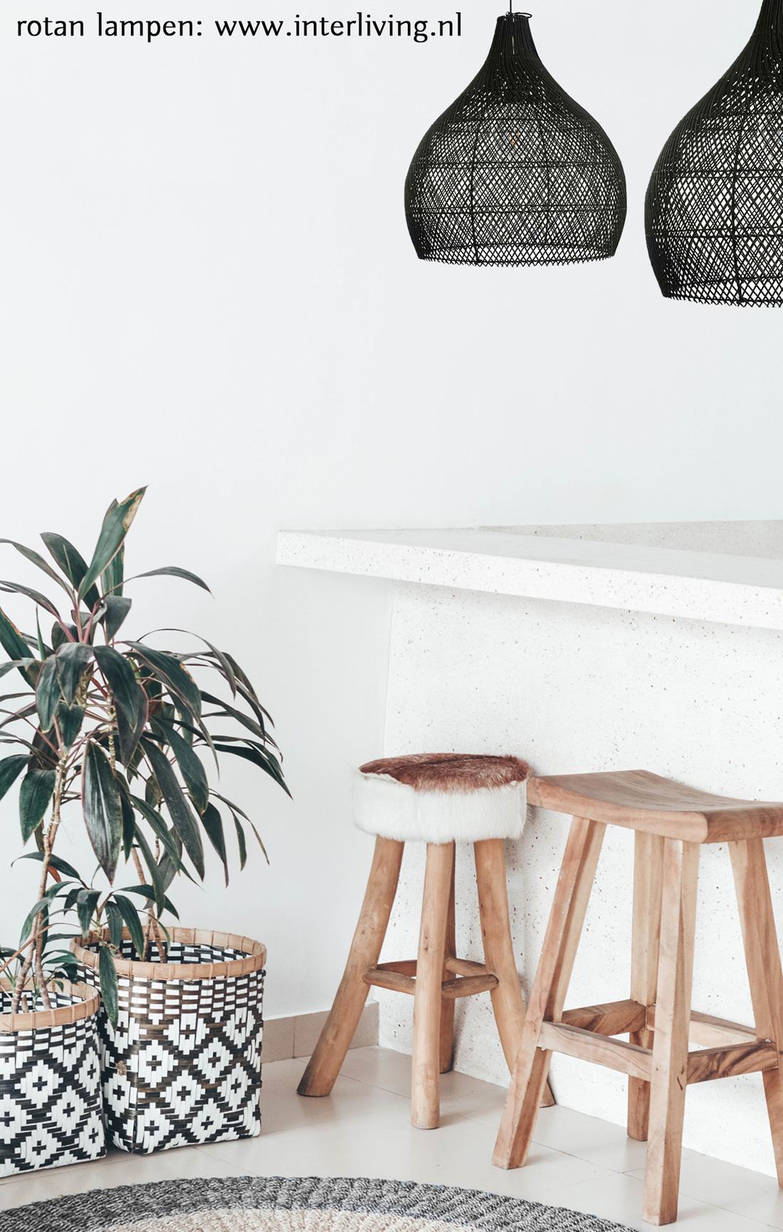 Zwart gevlochten rotan hanglamp - eco styling bali - duurzaam rotanpalm