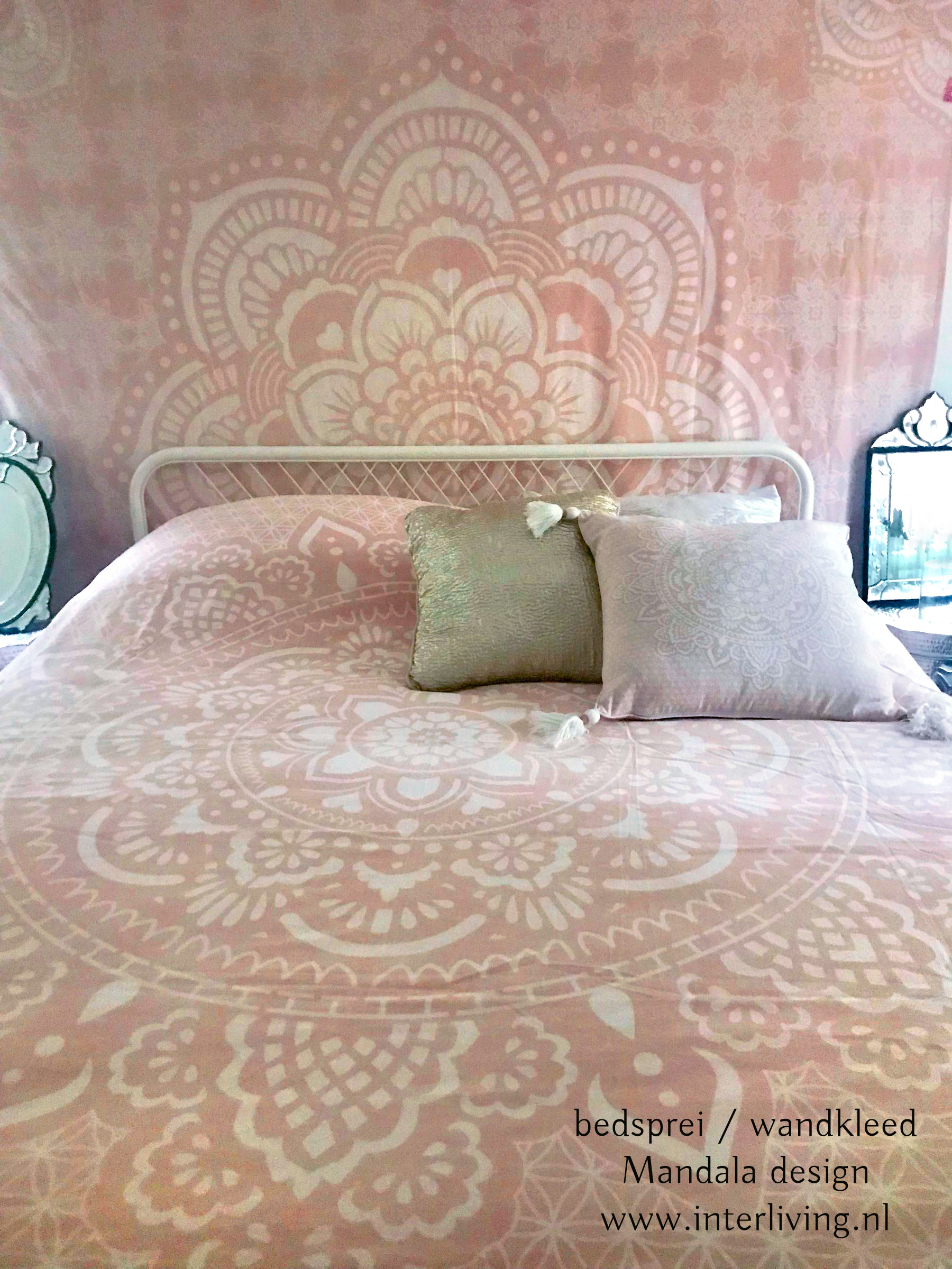 Mandala patroon sierkussen & roze bedsprei Boho Ibiza chic