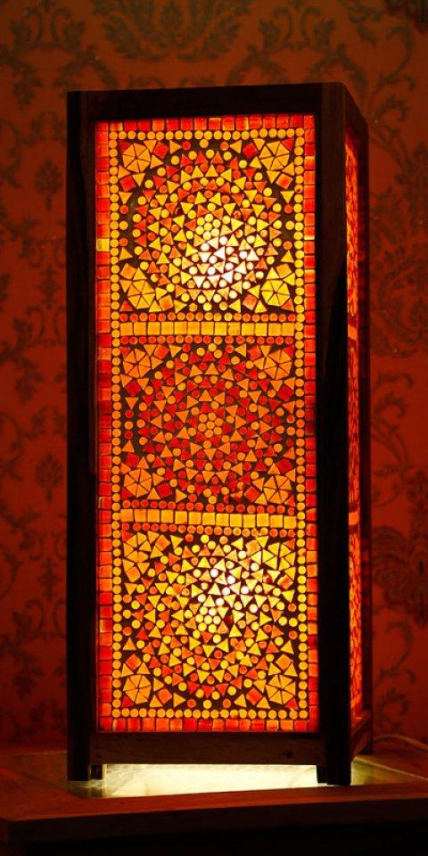 mozaïek vloerlamp – rood – oranje met onbehandeld hout – 60 cm