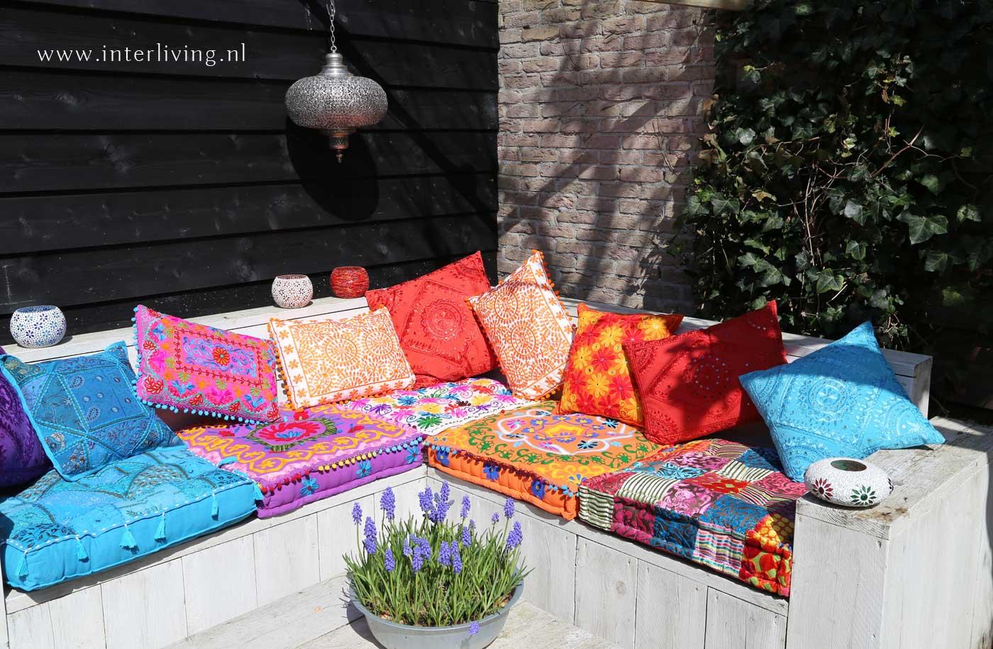 oosterse kussens voor op je loungeset of bank van steigerhout