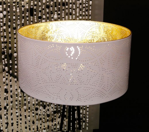 witte gaatjeslamp met goud